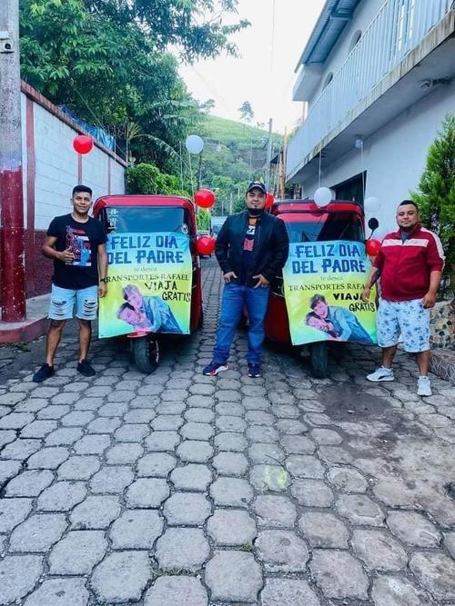 Los tuc tucs anunciaban los viajes gratis para los padres de Cuilapa. (Foto: Stereo100)