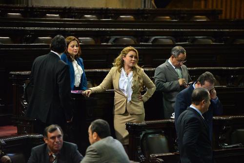 Mazariegos (al centro) cuando participó como diputada por el PP. (Foto: archivo/Soy502)