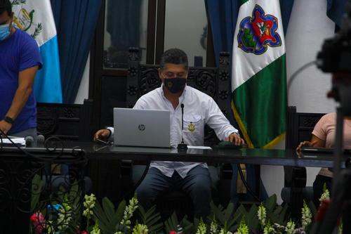 El alcalde Víctor Hugo del Pozo destacó que la nueva policía son elementos que han sido reformados y que se ha buscado personas con un alto grado académico para que formen parte de esta agrupación. (Foto: Fredy Hernández/Soy502)