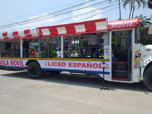 El bus se adaptó para atender a grupos de 10 estudiantes al mismo tiempo. (Foto: Cortesía)