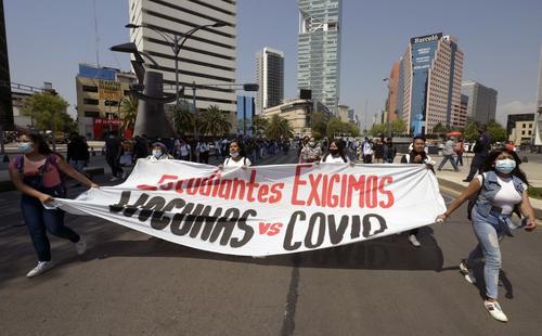 estudiantes marchan por vacunas en México