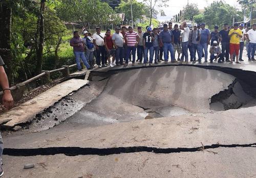 Con un valor de Q25 millones y ubicada en el municipio de Ixcán, kilómetro 519 hacia la frontera de México, la carretera en Ixcán colpasó días atrás. (Foto: Twitter)