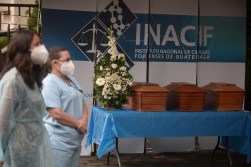 Entregaron los restos de 14 personas. (Foto: Wilder López/Inacif)