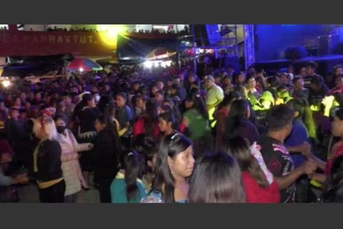 En Parraxtut, Sacapulas en el departamento de Quiché se han estado realizando varias fiestas masivas sin respetar medidas sanitarias. (Foto: archivo/Soy502)