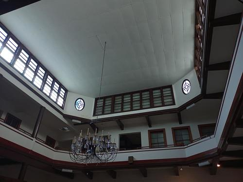 La famosa lámpara de otro de los salones. (Foto: cortesía Ana Lucía Ramírez)
