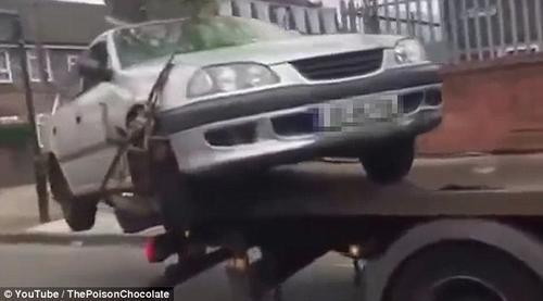El irlandés que intentó saltar con su auto desde una grúa fue identificado como Arthur
