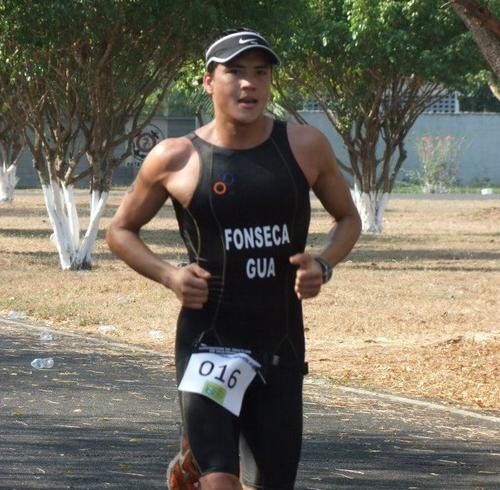 Andrés Fonseca corre