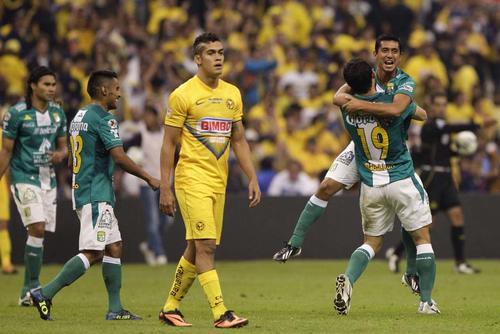 Los jugadores del León celebran tras derrotar al América