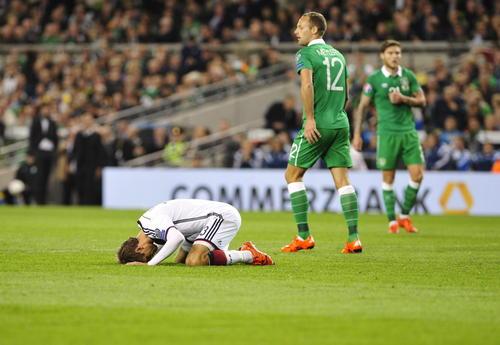 Alemania cayó ante la república de Irlanda y debe asegurar su pase a la Eurocopa