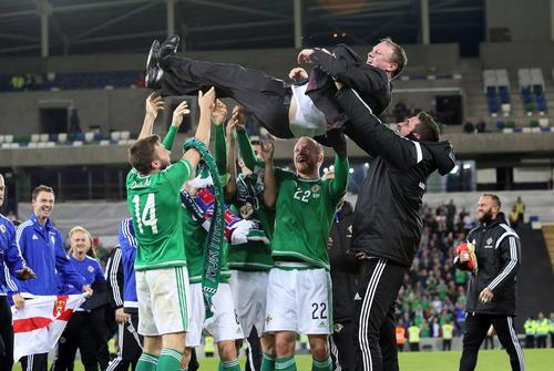 Irlanda del Norte clasificó por primera vez a una Eurocopa