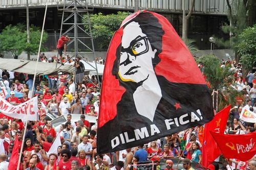 Miles de brasileños han manifestado en contra de la presidenta Dilma Roussef por considerar que pretende proteger a su antecesor, Luiz Ignacio Lula Da Silva. (Foto: EFE)