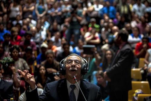 Efraín Ríos Montt comparece ante el Tribunal de Sentencia donde se desarrolló el primer juicio por genocidio en Guatemala. (Foto: Archivo/ Agencias)