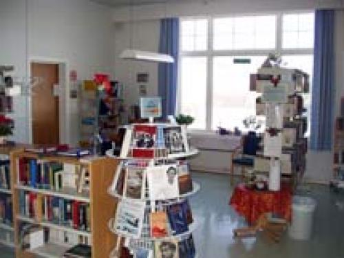 Vista de la biblioteca de la prisión que se ubica en una isla deshabitada en Noruega.