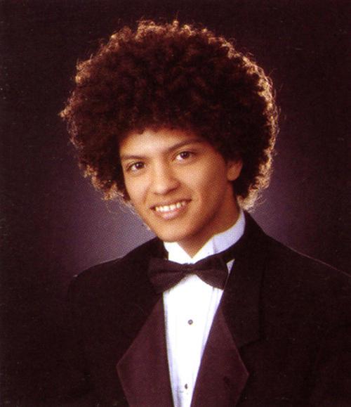 Bruno Mars y su peculiar afro.