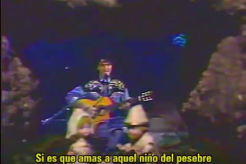 """Ricardo Arjona interpretando """"Canción de navidad"""" en Siempre en Domingo. (Foto: Youtube)"""