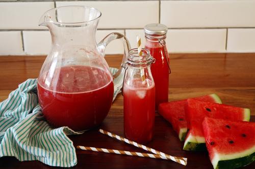 La menta complementa y le da un toque delicioso a esta bebida a base de sandía, que mejora la función digestiva. (Foto: ciudadanab.com)