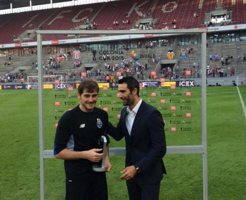 Tras el partido amistoso, Casillas fue declarado el jugador destacado del partido. (Foto: Twitter)