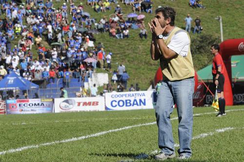"""El """"Chapa"""" Benítez fue cesado de su cargo tras haber dirigido 30 partidos a Cobán en la Liga Nacional. En el Torneo Apertura 2015 le ganó en casa a los grandes de Guatemala: Comunicaciones y Municipal. (Foto: Archivo)"""
