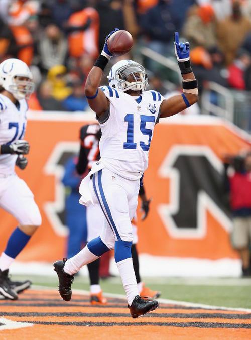 LaVon Brazill de los Colts de Indianapolis celebra luego de atrapar un pase de touchdown ante los Bengals de Cincinnati