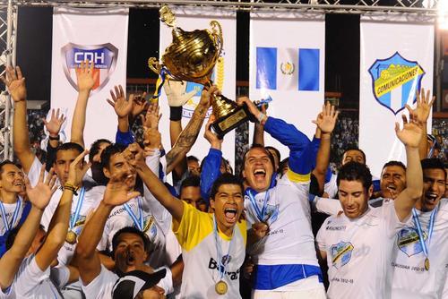 Los cremas son el último equipo que levantó la copa de la Liga Nacional
