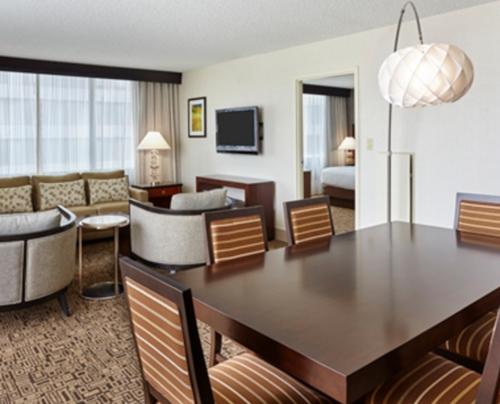 Suite del hotel DoubleTree Cristal City donde se hospedó el presidente (Foto: Hoteles Hilton)