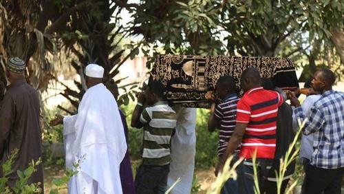 El presidente electo de Gambia, Adama Barrow, no asistió al funeral de su pequeño hijo. (Foto: infobae)