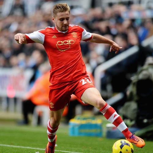 Luke Shaw, de 18 años, fue convocado por primera vez con la selección absoluta de Inglaterra
