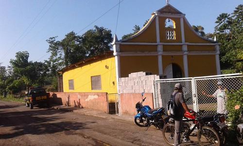 Esta es la iglesia de la que fueron robadas las imágenes de la Virgen María y San José. (Foto: Facebook/ Canal 46)