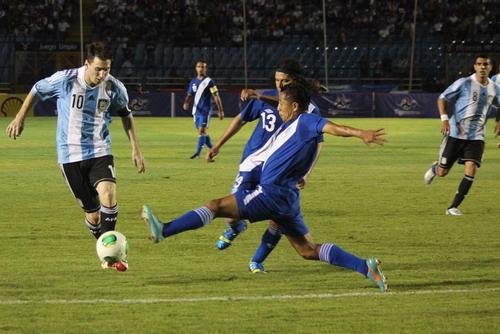 Messi deleitó a los guatemaltecos con sus jugadas y aprovechó para anotarle tres a la Selección de Guatemala