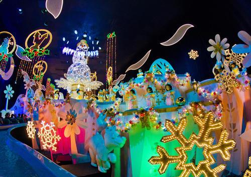 Cada época del año se representa en la atracción. Así luce durante las fiestas navideñas. (Foto: Disney World)