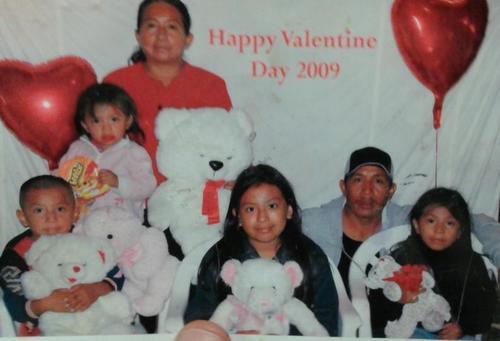 Esta es la familia de Lucía en 2009. Aún estaba junto a su esposo. (Foto: Univisión)