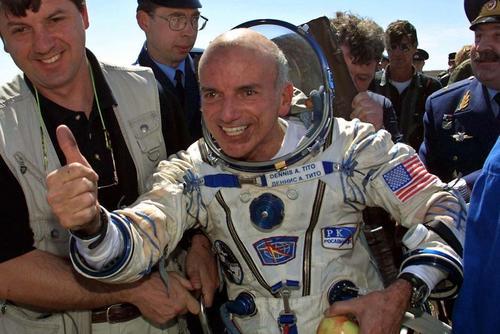 En 2001 el estadounidense Dennis Tito fue el primer empresario en viajar al espacio
