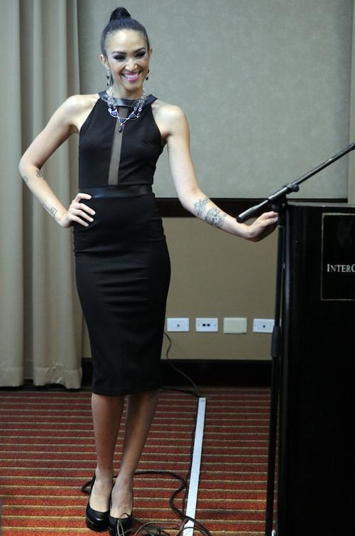 La modelo destacó por su elegancia y belleza.