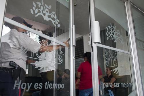 Entrada a las salas de oncología del IGSS. (Foto: Plaza Pública)
