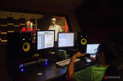 La producción discográfica de René Dionisio, quien mezcla el hip-hop con la tradición de narrar historias en la cultura maya, se realiza junto a Fundación Paiz.  (Foto: Fundación Paiz)