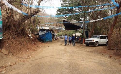 Un grupo de pobladores mantenía un campamento en las afueras del proyecto minero. (Foto: Nuestro Diario)