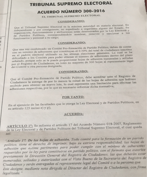 Vista del acuerdo del TSE  donde se hace el cambio para las hojas de adhesión.