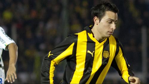El jugador argentino Alejandro Martinuccio no pudo acompañar a sus compañeros a última hora por una lesión.