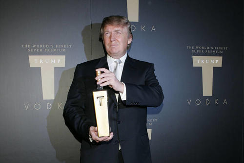 Donald Trump durante la presentación del vodka que lleva su apellido. (Foto: The Wall Street Journal)