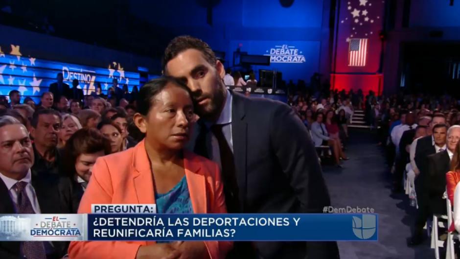 Lucía Quiej conmovió al mundo al preguntar a Clinton y Sanders en el debate demócrata sobre el futuro de los inmigrantes. (Foto: Twitter)