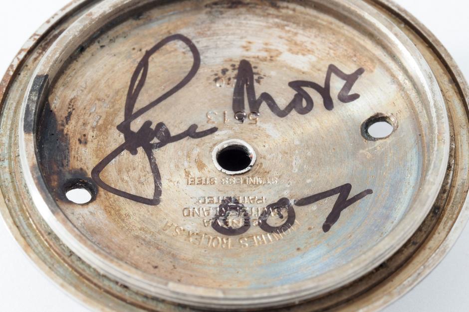 "El interior de la tapa del Rolex está firmado por ""Roger Moore 007."" (Foto: Rolex James Bond 3)"