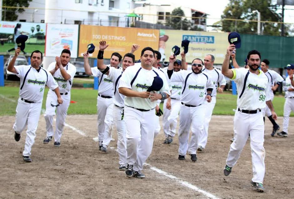 La novena guatemalteca se corona campeona del Centroamericano de Softbol mayor. (Foto: CDAG)