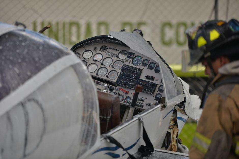 Así quedó la avioneta que se precipitó este viernes en la capital guatemalteca. (Foto: Wilder López/Soy502)