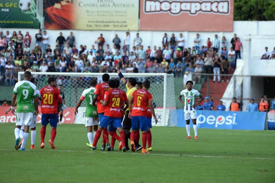 Carlos Ruiz expulsión Antigua Rojos foto 02