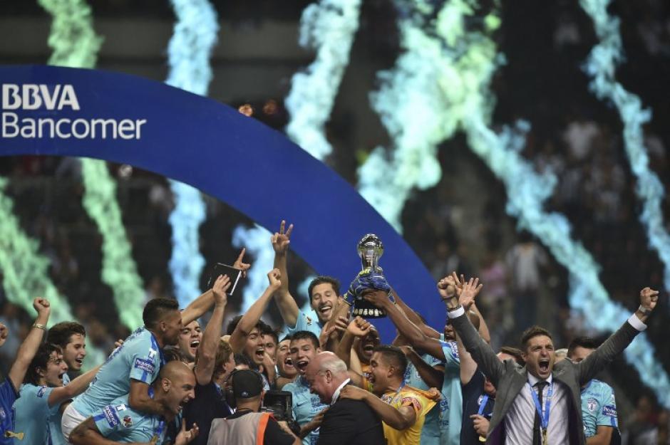 El marcador se igualó 1 a 1, pero el gol de Pachuca sumó con su victoria en casa hace unos días lo que le dio la victoria. (Foto: AFP)