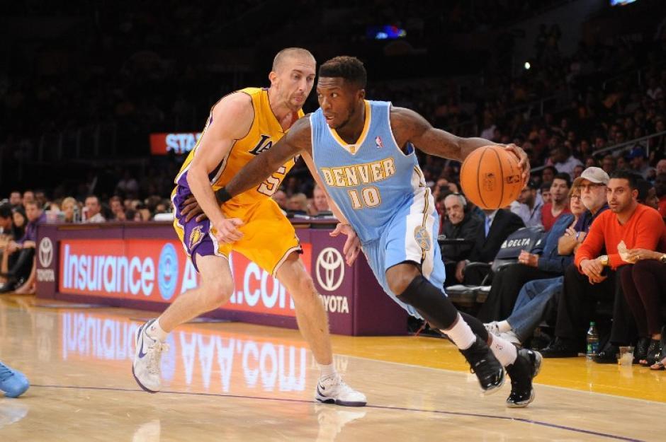 Los Lakers de los Ángeles no pudieron vencer frente a los Nuggets. (Andrew Bermstein/AFP)