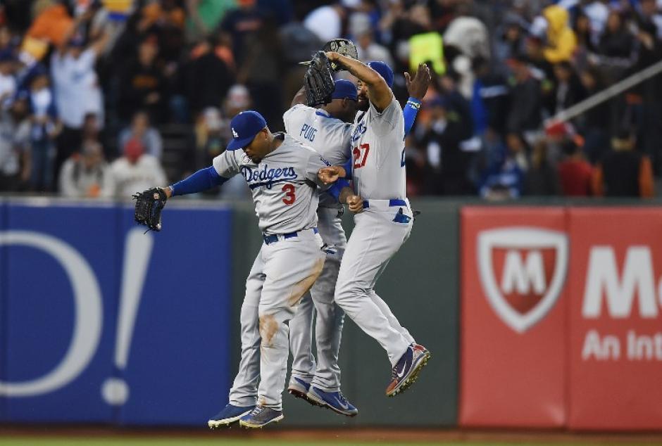 Los Dodgers de Los Ángeles derrotaron a los Gigantes de San Francisco por dos carreras a una