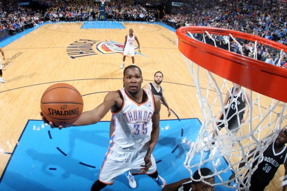 Kevin Durant anotó 48 puntos durante el juego entre en que su equipo, los Thunder de Oklahoma City, derrotó a los Nets de Brooklyn