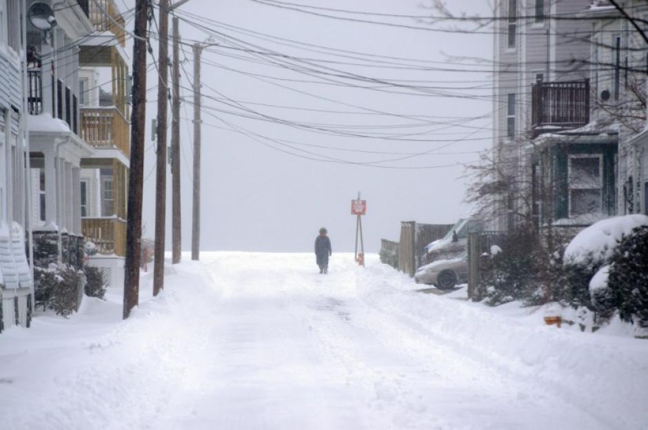 La ciudad de Winthorp en Massachussets es otro de los lugares afectados por la tormenta de nieve. Foto AFP