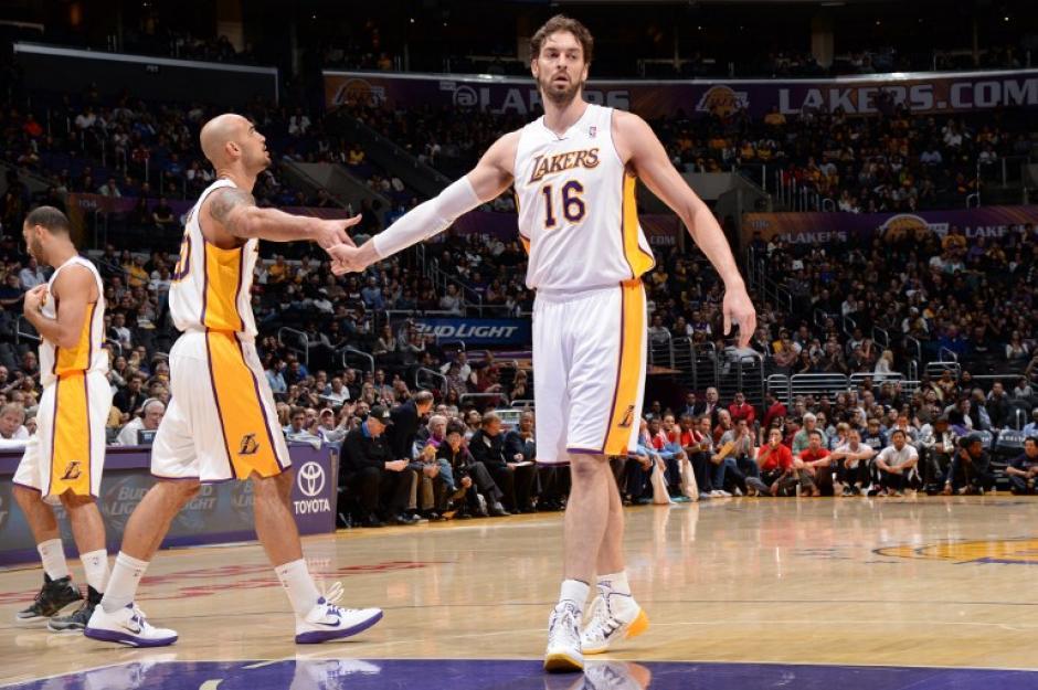 Los Lakers siguen sin levantar vuelo en la temporada de la NBA. (AFP)
